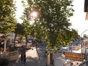 zephiro 10 vista viale principale e piazza